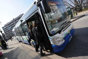 Montée dans le bus